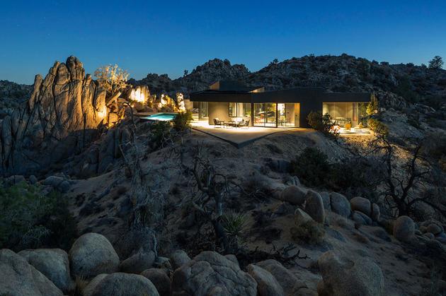 modern-desert-home-courtyard-pool-views-13-backyard-site.jpg