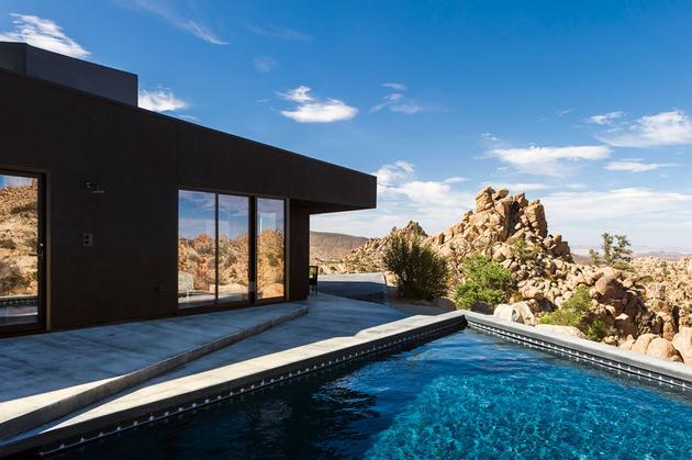 modern-desert-home-courtyard-pool-views-15-pool-terrace.jpg