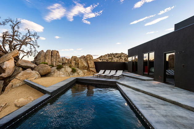 modern-desert-home-courtyard-pool-views-17-pool-lounging.jpg