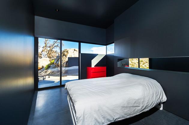 modern-desert-home-courtyard-pool-views-18-bedroom.jpg