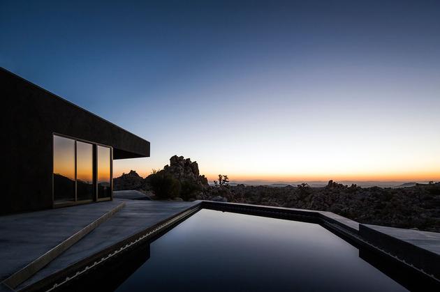 modern-desert-home-courtyard-pool-views-19-sunset.jpg