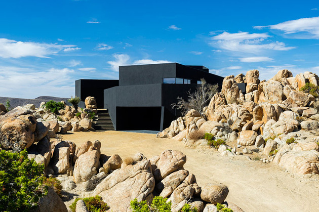modern-desert-home-courtyard-pool-views-3-garage.jpg