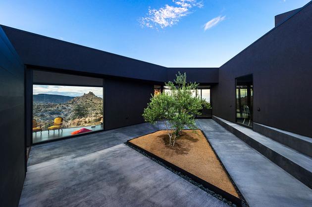 modern-desert-home-courtyard-pool-views-6-courtyard.jpg