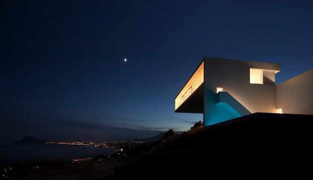 monolithic-house-suspended-above-the-sea-10.jpg