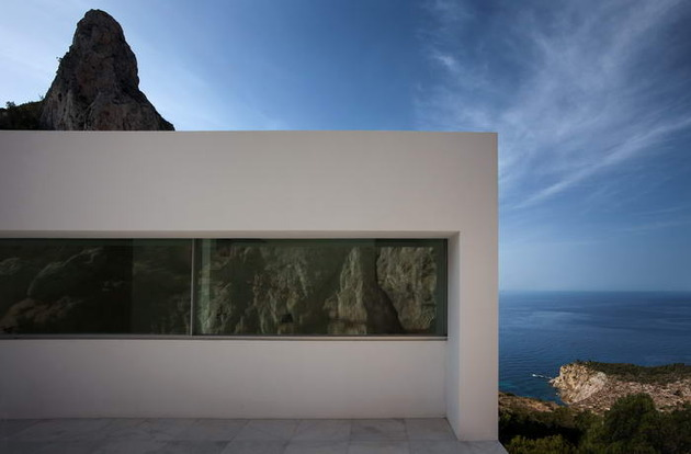 monolithic-house-suspended-above-the-sea-13.jpg