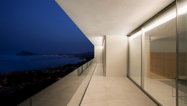 monolithic-house-suspended-above-the-sea-26.jpg