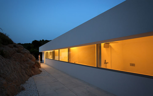 monolithic-house-suspended-above-the-sea-27.jpg