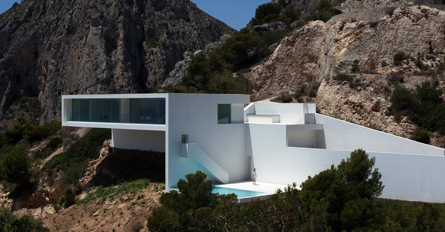 monolithic-house-suspended-above-the-sea-29.jpg