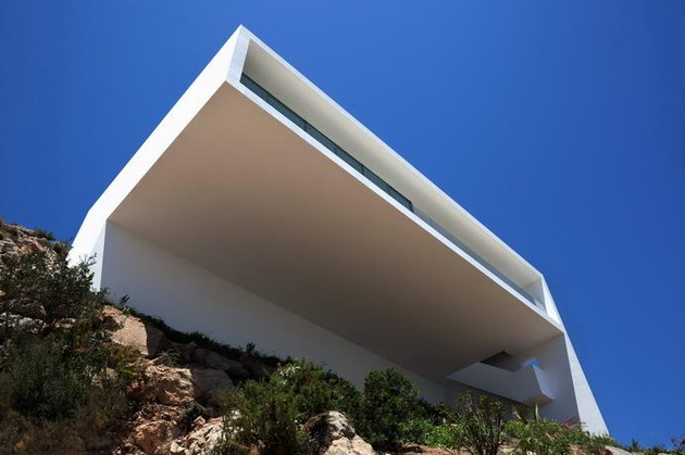 monolithic-house-suspended-above-the-sea-4.jpg