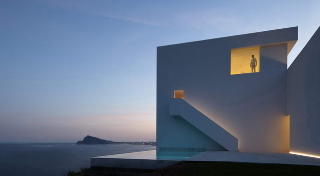 monolithic-house-suspended-above-the-sea-5.jpg
