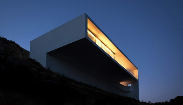 monolithic-house-suspended-above-the-sea-7.jpg