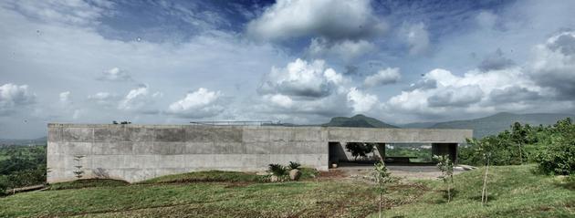 monsoon proof concrete pavilion house 1 thumb 630xauto 33004 Concrete Bunker Like House is Monsoon proof