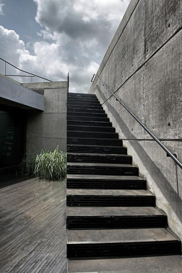 monsoon-proof-concrete-pavilion-house-13.jpg