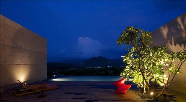 monsoon-proof-concrete-pavilion-house-2.jpg