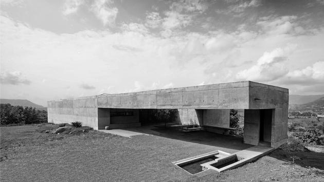monsoon proof concrete pavilion house 4 thumb 630xauto 33006 Concrete Bunker Like House is Monsoon proof