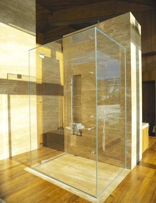 mountain-views-house-with-interior-art-gallery-11-shower.JPG