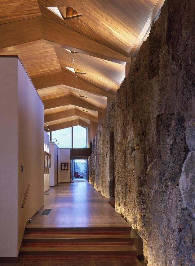 mountain-views-house-with-interior-art-gallery-6-gallery-hallway.jpg