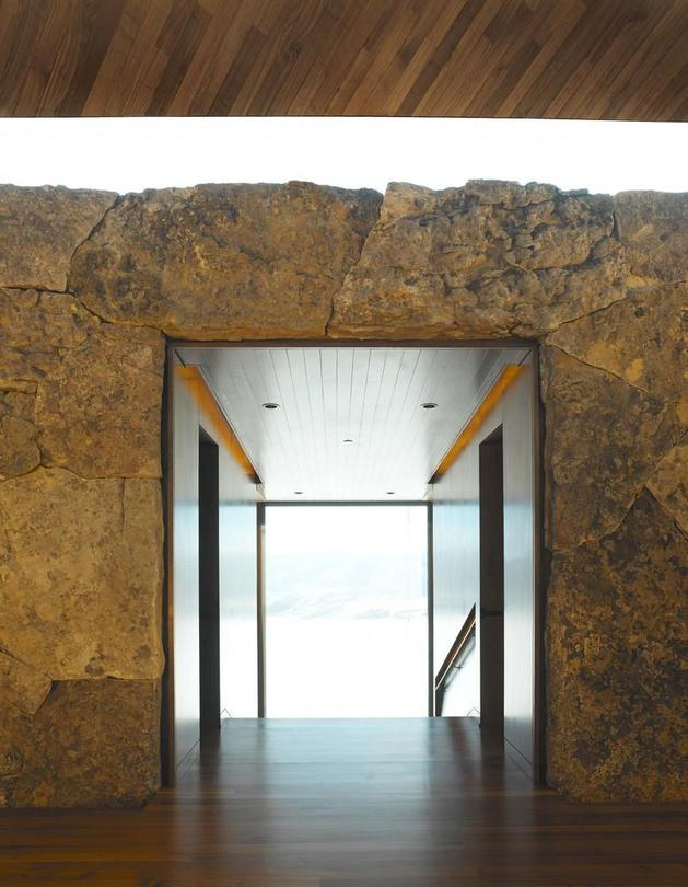 mountain-views-house-with-interior-art-gallery-7-stone-passageway.jpg