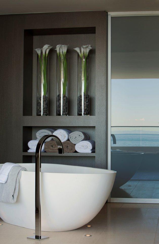 ocean-home-detached-guest-house-17- bath.jpg