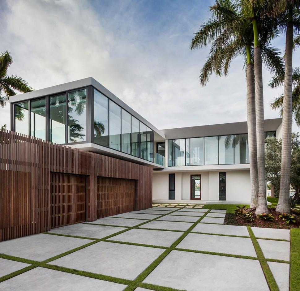 Beachside House Design In Miami Beach