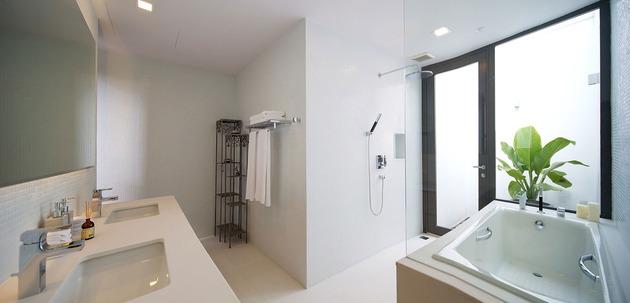 simple-sophisticated-contemporary-home-design-11-ensuite.jpg
