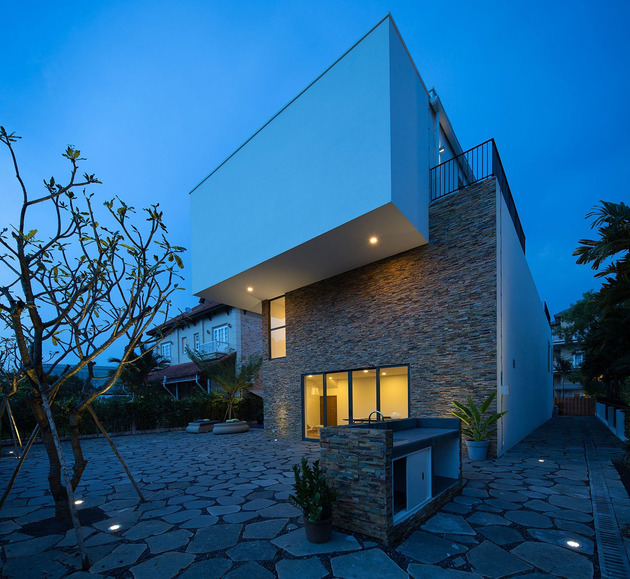 simple-sophisticated-contemporary-home-design-13-bedroom-deck.jpg