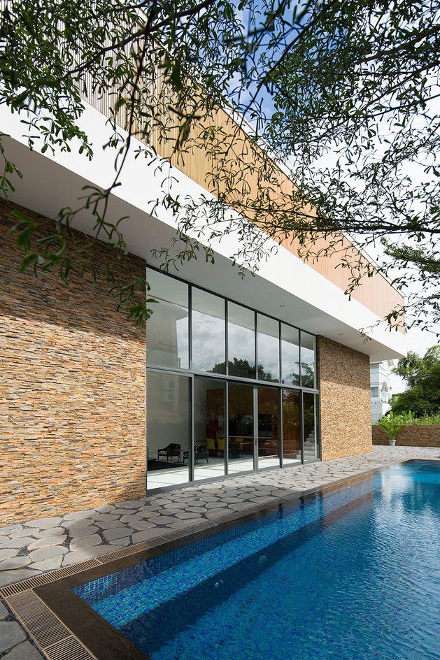 simple-sophisticated-contemporary-home-design-3-pool.jpg