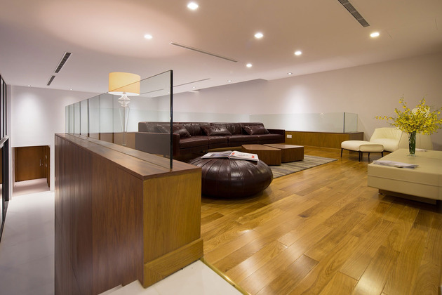 simple-sophisticated-contemporary-home-design-8-family.jpg