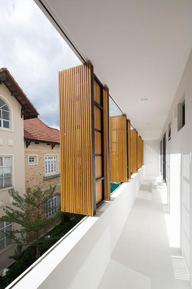 simple-sophisticated-contemporary-home-design-9-decks.jpg
