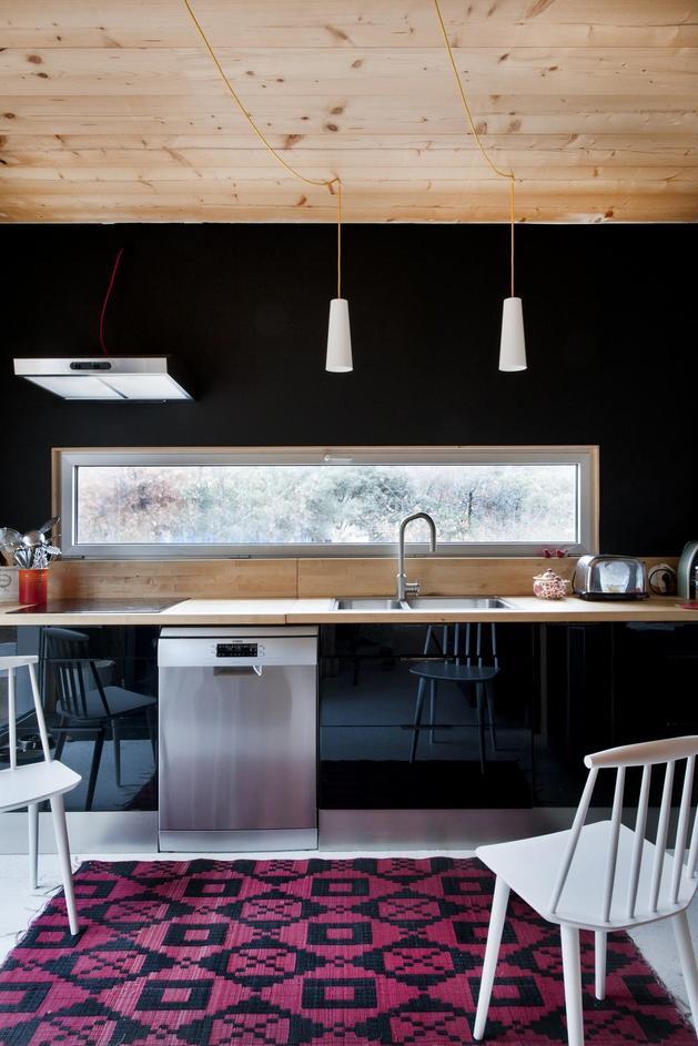small-forest-cabin-designed-built-environmental-standards-11-kitchen.jpg