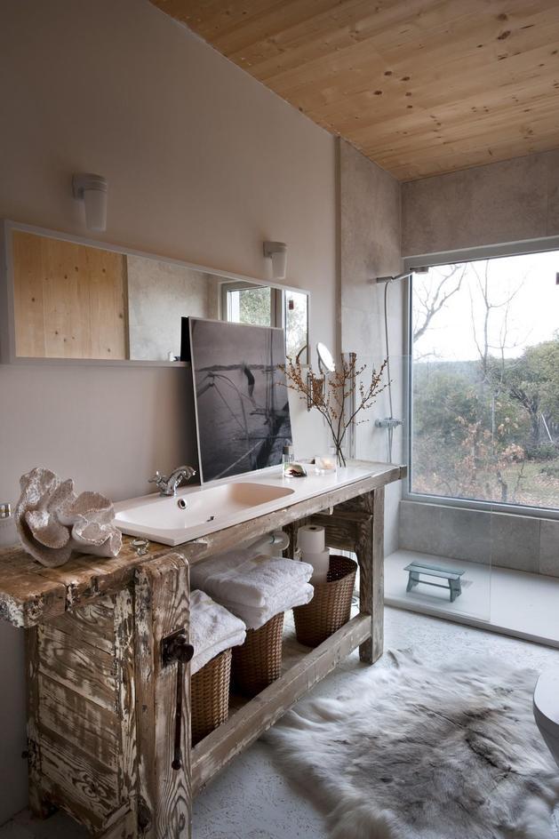 small-forest-cabin-designed-built-environmental-standards-13-bathroom.jpg