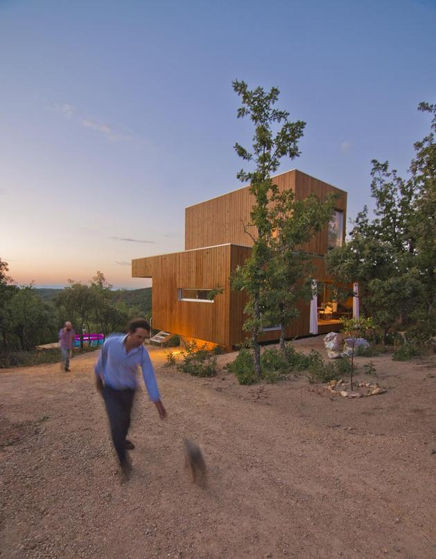 small-forest-cabin-designed-built-environmental-standards-4-exterior.jpg