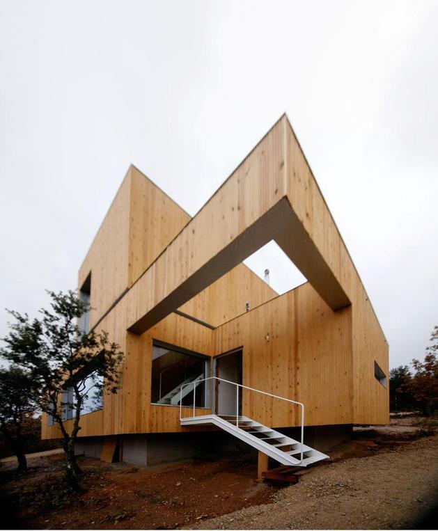small-forest-cabin-designed-built-environmental-standards-5-entry.jpg