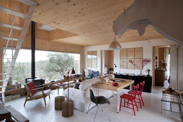 small-forest-cabin-designed-built-environmental-standards-8-dining.jpg