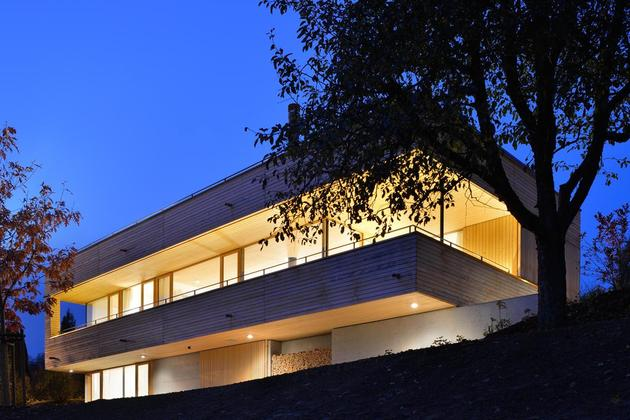 sustainable-geometric-house-rooftop-terrace-11-backyard.jpg