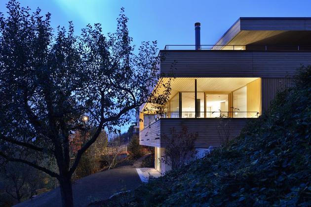 sustainable-geometric-house-rooftop-terrace-12-backyard-access.jpg