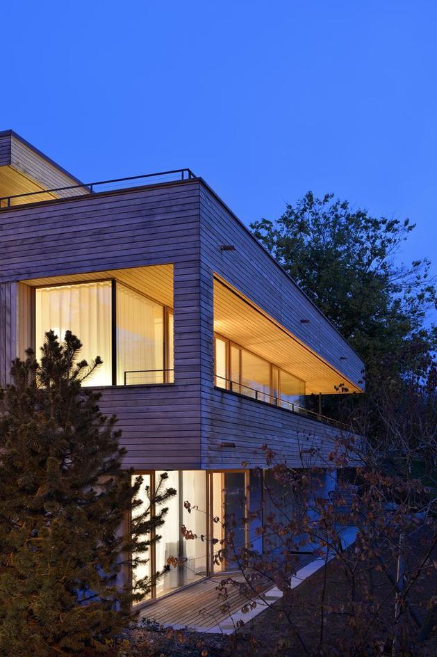 sustainable-geometric-house-rooftop-terrace-13-lower-room.jpg