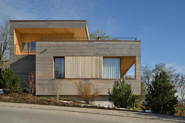 sustainable-geometric-house-rooftop-terrace-14-street-view.jpg