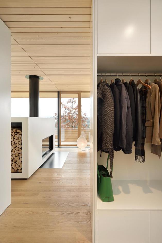 sustainable-geometric-house-rooftop-terrace-4-foyer.jpg