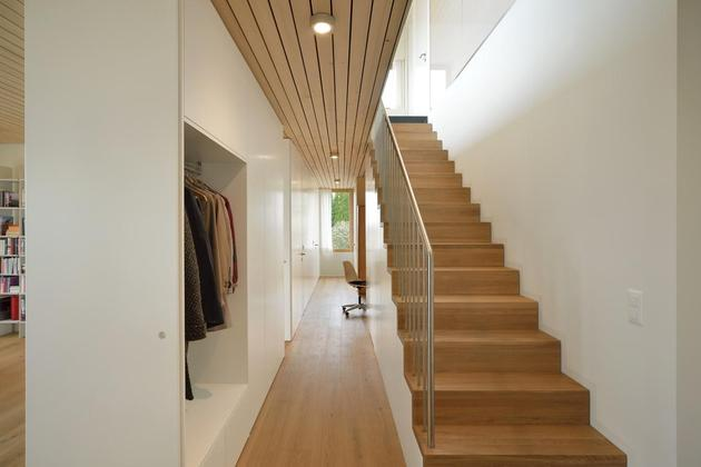 sustainable-geometric-house-rooftop-terrace-9-hallway.jpg