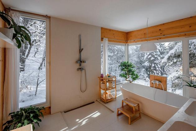 timber-cabin-built-two-days-9-interior.jpg