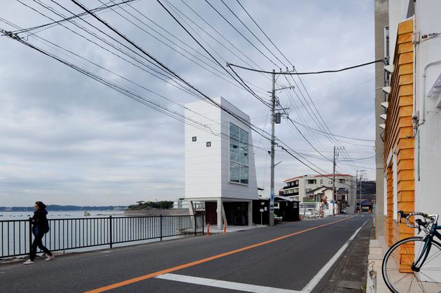 tiny-oceanfront-cabin-stilts-11-street.jpg
