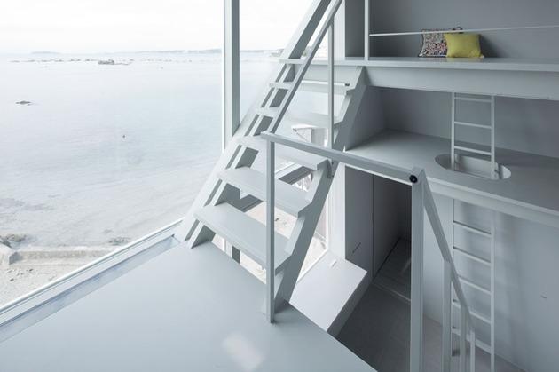 tiny-oceanfront-cabin-stilts-7-bedrooms.jpg