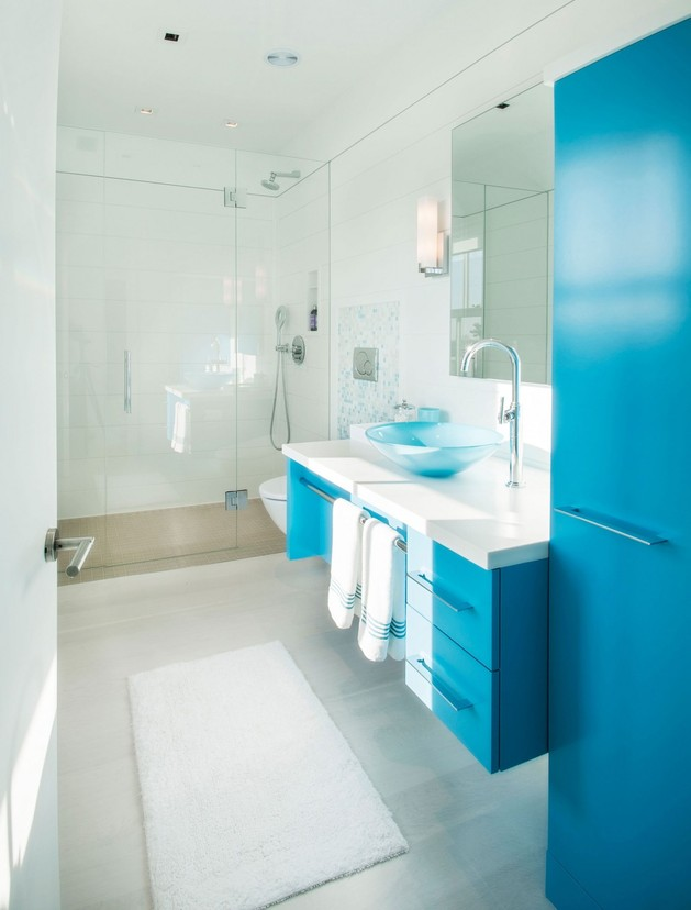 traditional-exterior-hides-colourfully-contemporary-interior-35-blue-bath.jpg