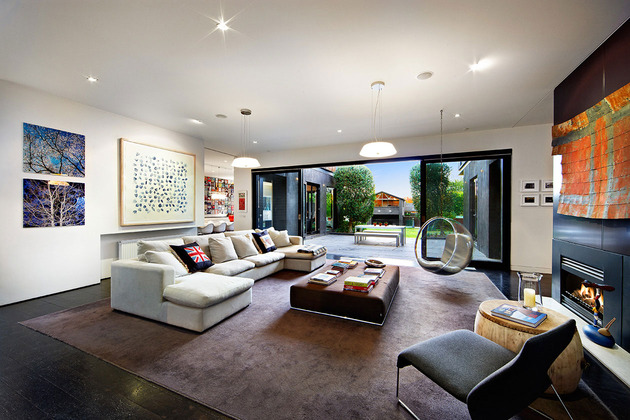 traditional-facade-hides-thoroughly-renovated-contemporary-residence-15-main-room.jpg