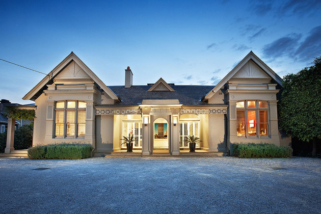 traditional facade hides thoroughly renovated contemporary residence 2 facade thumb 630x420 30433 Victorian style Facade Hides Super Modern Architecture