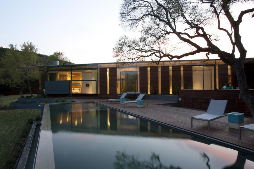 Understated Two-Wing Ranch House Design