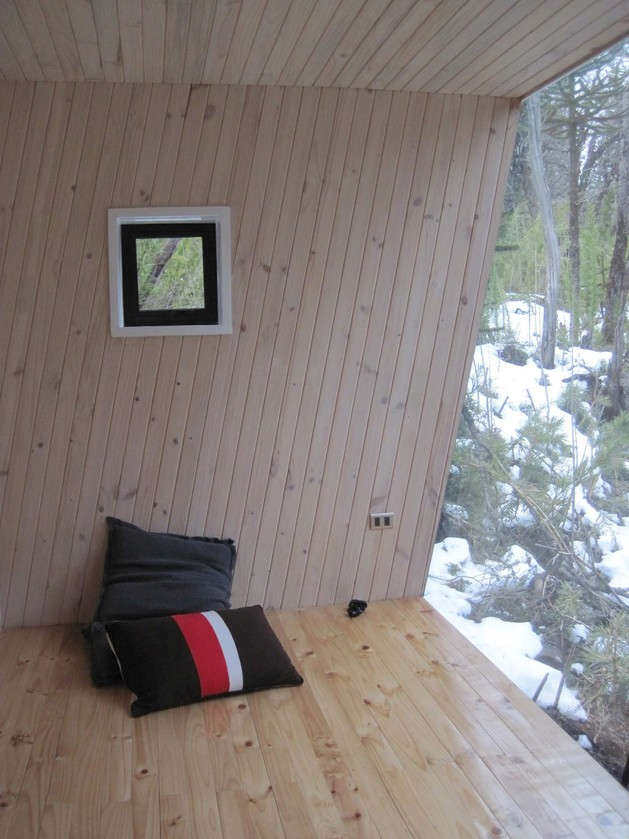 winter-cabin-accessed-elevated-walkway-10-pillows.jpg