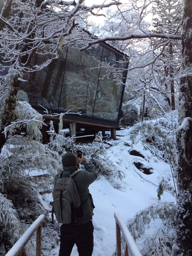 winter-cabin-accessed-elevated-walkway-5-bridge.jpg