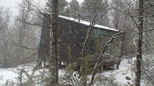 winter-cabin-accessed-elevated-walkway-7-snowing.jpg